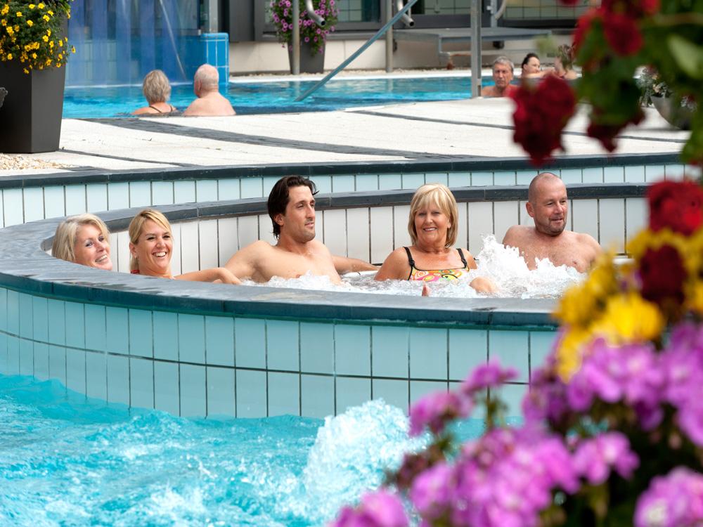 Sprudelliegen, Therme, Wasserwelten, Entspannung, Arrangement, Pauschale, Bad Steben